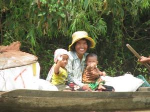 Famille dans les villages flottans
