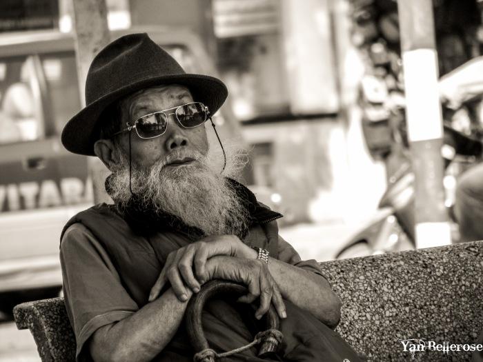 Vieil homme à Hanoï