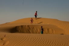 Jouons dans les dunes