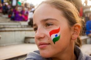 Céleste et le drapeau indien