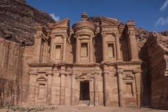Yan devant le Monastère